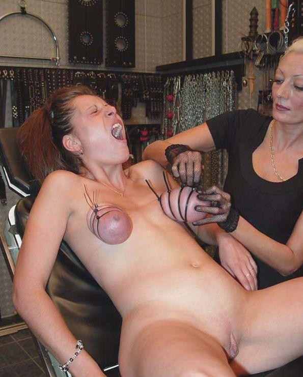Mommy's pussy tortured to extreme