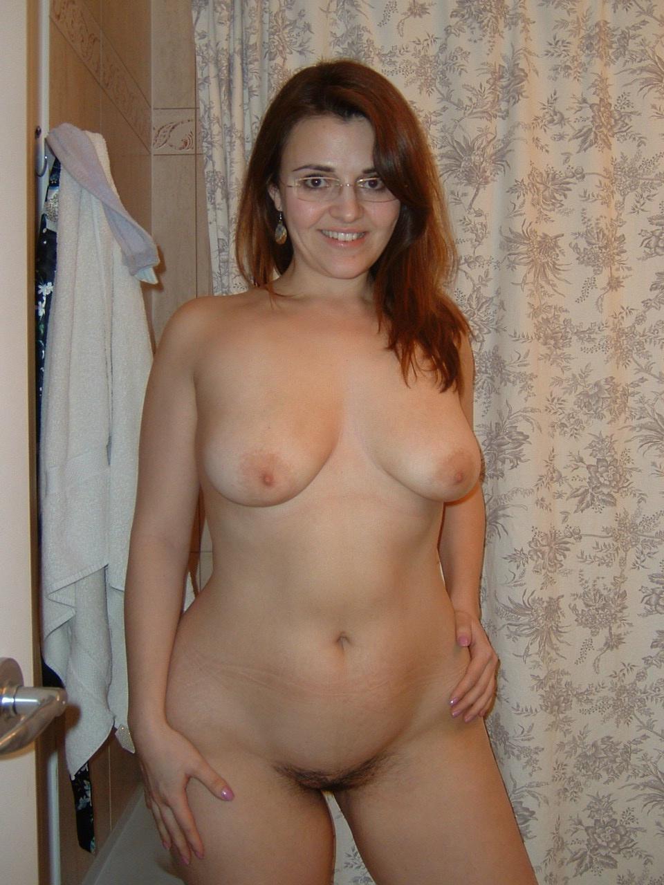 голые дома женщины часик, пока